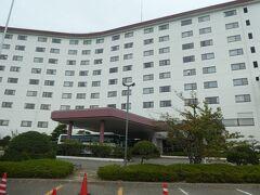 本日のお宿 ロイヤルホテル能登 外観はリゾートっぽい。