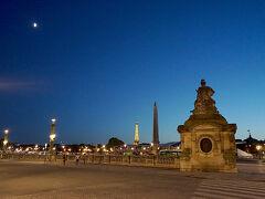 コンコルド広場に着きました。 遠くにエッフェル塔が見えます。 大昔に訪れたはずなのですが、あまり覚えていませんw