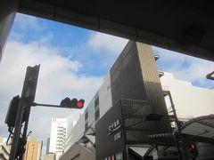 京成千葉駅の改札を出ると、道を挟んですぐ向かい側がJRの千葉駅 朝、家を出るときには雨が降っていましたが、すっかりいい天気!