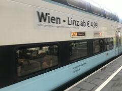 今回はWest Bahnに乗ることにしました。 路線は少ないですが、安くて、新しいのできれいです。 オーストリア国鉄は早く購入+返金不可であれば、安く購入することもできますが、こちらは直前でもかなり安い。 ネットかキオスクで購入のようですが、私はネットで購入しました。 座席指定もネットからできます。