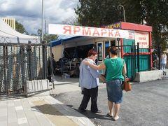 テフニカ市場を観光したあと、バスで移動して自由市場へ