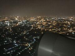 ほぼ定刻の飛行だが、揺れが酷い状態で桃園空港への着陸態勢へ 雲は無いのだが、台風17号の影響と思われる横風が強く、機体は天秤のような感じ。正直恐怖感を覚える...