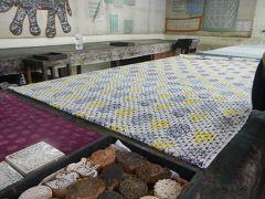 絨毯・インド更紗のお店でショッピングタイム