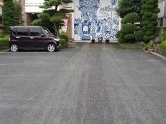 工芸館の前にも駐車場がありました。