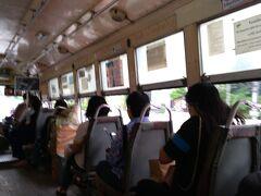 BTSラチャティウィー駅の下から路線バス16番でシーロムへ向かいます。 バスは8バーツ。 少々値上がりしたようです。前は、6.5バーツだったのに、
