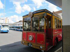 レトロ調のかわいいバスです。