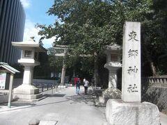 関係が深いので,東郷平八郎元帥を祀る原宿の東郷神社にも4日後に行ってきました. これは東郷神社明治通り側の表参道鳥居.
