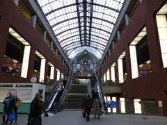 10時過ぎ、アントワープ中央駅に到着。 ベルギー入国です♪ (ベルギーは、以前南仏の帰りにトランジットでブリュッセル空港に着いたのみ。)