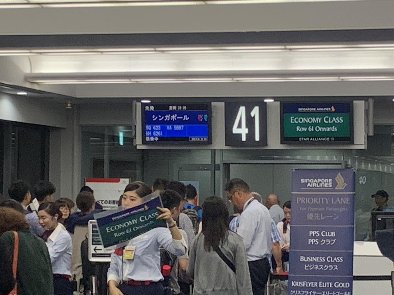 今回のフライトも夜便です! 23:25発、シンガポール航空のSQ623便で機体は最新?のボーイング787-10ということで、これに乗りたいがためにバンコク経由ではなくチャンギ国際空港経由のこちらを選択しました^ ^ 世界人気ナンバーワンのチャンギ国際空港でのトランジットタイムもたのしめそうなんで、ダブルでワクワク!!
