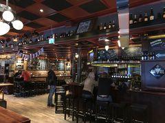 スルッセン駅近くにあるクラフトビールがいただける「アクラット」というお店。