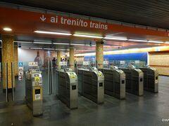 09:40 ヴァチカン美術館の入場予約時間11時(約30分程前から入場可?)を目指してホテル近くのレプッブリカ駅(共和国広場の地下深く)から地下鉄に初乗車。  Repubblica 地下鉄駅