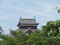 東側の窓からは松江城天守が見えました。