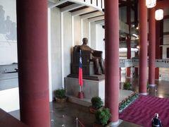 気を取り直して、国父記念館の見学です。