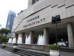 今度は、泊まってみたいグランドハイアットホテルを通過し、台北101ビルを眺めながら、MRT台北101駅(R03)に到着しました。