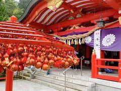 こちらは「宮城県護国神社」です。朱塗りのきれいなお社です。
