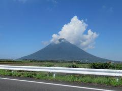 西大山駅から長崎鼻へ向かう途中の田んぼの中で開聞岳のとても美しい姿が見れました。
