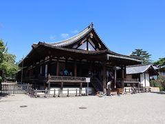 聖霊院(鎌倉時代・国宝)  聖徳太子の尊像(平安末期・国宝)を安置するために、東室の南端部を改造したのがこの聖霊院です。