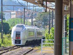 今回乗った「特急 草津」号 昔、常磐線の「スーパーひたち」だった電車が第二のお勤めです。 上野からちょうど2時間で中之条着。赤羽~渋川は110km/hで飛ばします。 飲んだり食べたりしていればあっという間です。 この上州地域は高速バスよりもJRの方が早くて楽チンかも。