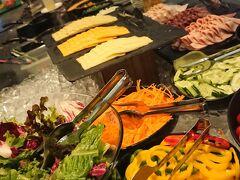 2日目にして最終日の朝。 アマラバンコクホテルのビュッフェ朝食。 品数は少ないものの、パプリカ食べ放題にテンションアゲアゲ↑↑