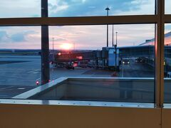 定刻通りにプラハへ到着。 20:00だけどまだ陽は差しています。