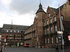 デュッセルドルフの市庁舎に到着。