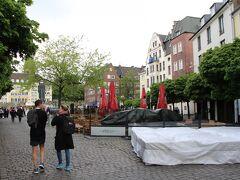 ここら辺の広場では、冬にクリスマスマーケットが開かれるよう。