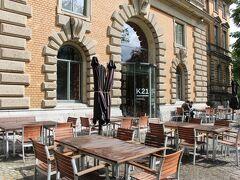 K21州立美術館へ着いた。 料金は12ユーロ。デュッセルドルフにあるK20州立美術館と共通のチケットです。 聖ランベルトゥス教会のすぐ近くにあるから、行っとけばよかった。