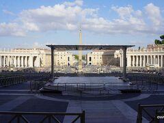 サンピエトロ大聖堂からサンピエトロ広場経由で和解の道  微妙にセンターがズレているのは何故?  サンピエトロ寺院 Basilica di San Pietro サン・ピエトロ広場 Piazza San Pietro 和解の道 コンチリアツィオーネ通り Via della Conciliazione