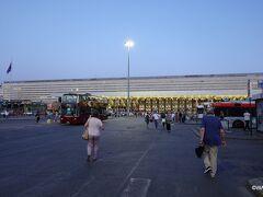 19:40 テルミニ駅(駅舎北のバスターミナル)到着 サン ピエトロ広場南のPorta Holy Spirit(Porta Santo Spirito)バス停から30分ほど。