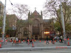 市庁舎のお隣は、1868年に完成したネオゴシック様式の大聖堂である【セント・アンドリュース教会(St. Andrew's Cathedral)】です。美しいステンドグラスと大きなパイプオルガンが一見の価値ありとのこと。残念ながら素通りですが(^_^;)