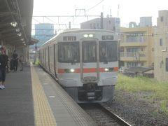 07:23 沼津行の電車で松田を出発します 昨年御殿場へ行った時 https://4travel.jp/travelogue/11391323 と同じ電車 あの時は05:27新宿を出発したけど、結局は15分以上後のこの電車でも間に合ったみたいですね