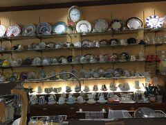 カップが楽しい白菊近くのコーヒー屋さん  青山コーヒー舎  美味しいコーヒーを飲みました。 朝食のサンドイッチ食べ放題が有名らしい。豆も売っています。
