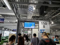 出発時刻の30分前、予定通り登場が開始されました。 LCCは遅れが付き物だと思っていたので一安心です(笑)  私の搭乗した便は往復定刻でしたが、他のいくつかのLCC便は遅延のお知らせが流れていました。