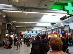出発。前日と大違い、モンパルナスの駅は平常に戻っていました。