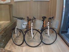 遅いランチの後はホテルにある自転車を借りて、散策に出かけました。