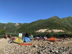 この時間にこれだけテントが残ってるなら、昨日はさぞかし盛況だったことでしょう。 ん! よく見るとキャンプ指定地以外にも張られてますね。やはり溢れかえるほどの大盛況だったようです。