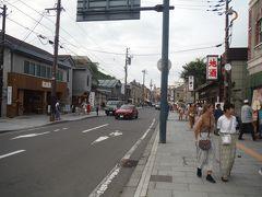 坂を下って小樽運河に向かうと六花亭さんをはじめとする美味しそうなお土産もの屋さんが並ぶきれいな通りに入りました。