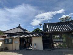 東院のすぐ東隣には中宮寺。 こちらにはわたしが最もお気に入りの仏像がいらっしゃいます。 斑鳩地区を訪れる最大の目的になっていると言っても過言ではありません。