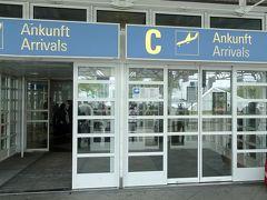 13:12 ミュンヘン空港(MUC)ターミナル1-Cに到着。入国審査が長蛇の列のため,手荷物を受け取ったときには既に14時を回っていた。