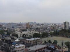 翌朝、7時半起床。 807号室からの眺望。画像中央あたりが与野本町駅。