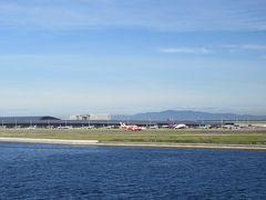 リムジンバスで関空へ。海外旅行は前回の台湾から3年ぶり!空港が近づき飛行機が並んでいるのを見るだけでテンションあがります。
