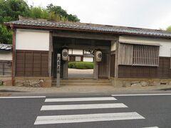武家屋敷の前にやって来ました。