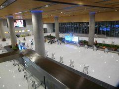 セブ・マクタン空港到着は 17:30と30分も早かったんでびっくり! イミグレを抜けて到着ロビーに降ります。