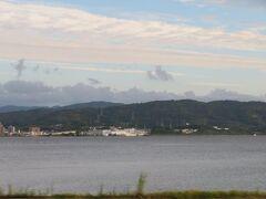 宍道湖を見ながら進みます。