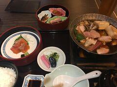 近江鳥のすき焼き御膳は生ビール付きで2500円。赤こんにゃくや丁字麩など、滋賀の食材がふんだんに使われていて美味しかったです。  3日目の最終日は午前中に長浜を回り、今日すれ違ってしまったひこにゃんに会うため、午後は彦根で締めくくります。