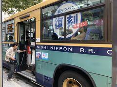 さあ、バスチケットを使い倒します。祇園から柳橋 100円 以下バ①100 のように記します。11番か19番の普通に乗れと言われています。これは復刻版のデザインのバス。子供の頃走っていたような???  本数は少ないけれど、なるべく歩きたくないので、助かります。   ホテルに荷物を預けて、いざ出陣。  共創館前からマリノアへ。バ②410 303番のバス乗車。ももちのあちこちを走ります。半ば観光気分。新しい街ですね。