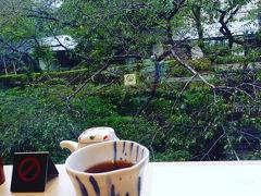 そして夫と共になだ万へ。 案内された窓側のお席。目の前には桜の木。 春にも来てみたいな~