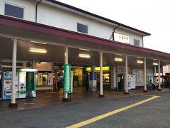 京急久里浜駅からJR久里浜駅は徒歩で3分ほど。 それにしても、趣のある駅舎である。