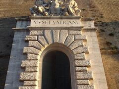 さて、一日ローマをいろいろ回って、この度最後のイベント。バチカン美術館(夜間拝観)です。