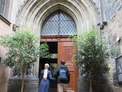 ティーン教会入口。中は撮影禁止なので写真はありませんが、黒と金を基調にした装飾が美しかった。